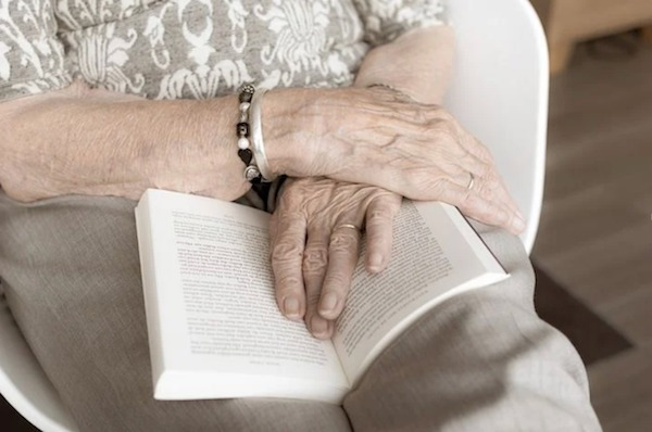 5 Must-Have Items Seniors Should Bring to Their Assisted Living Home 2